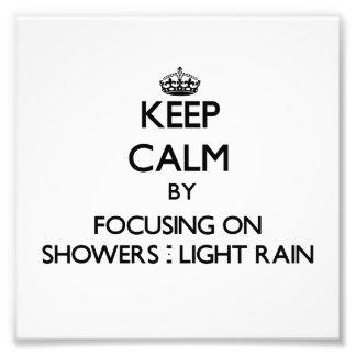 Guarde la calma centrándose en duchas - lluvia lig