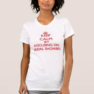 Guarde la calma centrándose en duchas nupciales camiseta