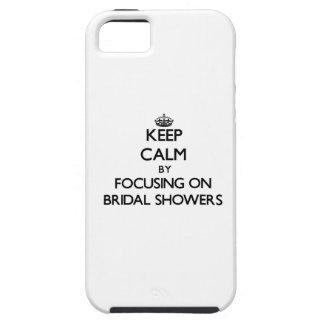 Guarde la calma centrándose en duchas nupciales iPhone 5 Case-Mate coberturas
