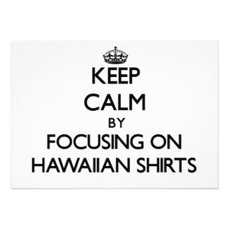 Guarde la calma centrándose en el camisetas hawaia