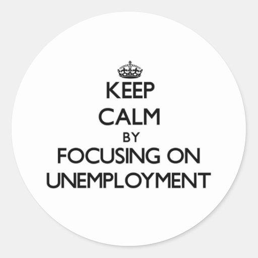 Guarde la calma centrándose en el desempleo etiquetas redondas