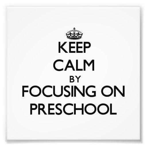 Guarde la calma centrándose en el preescolar impresion fotografica