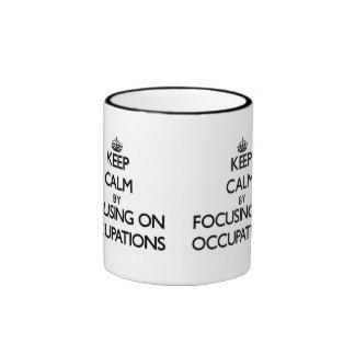 Guarde la calma centrándose en empleos taza