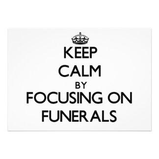 Guarde la calma centrándose en entierros invitación personalizada