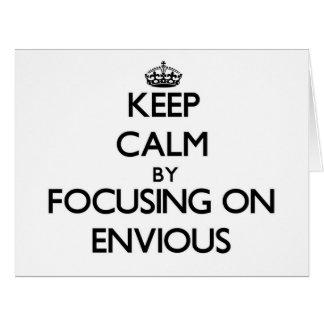 Guarde la calma centrándose en ENVIDIOSO Tarjeta De Felicitación Grande