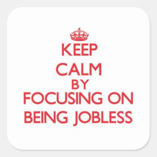 Guarde la calma centrándose en estar desempleado colcomanias cuadradases