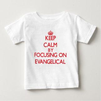 Guarde la calma centrándose en EVANGELICAL Camisas