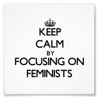 Guarde la calma centrándose en feministas fotografia