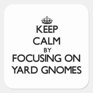 Guarde la calma centrándose en gnomos de la yarda