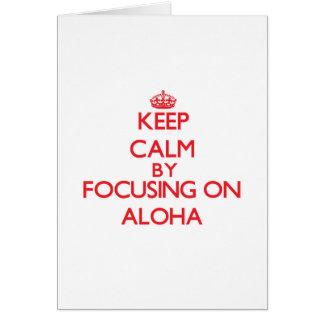 Guarde la calma centrándose en hawaiana tarjetón