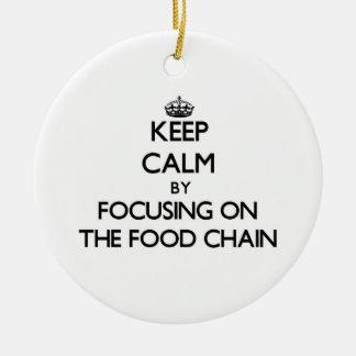 Guarde la calma centrándose en la cadena alimentar ornamento de navidad