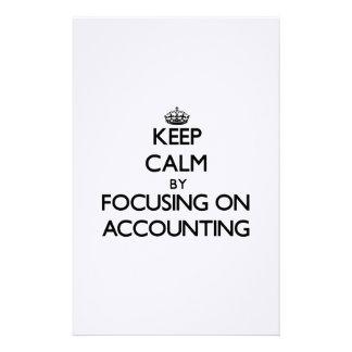 Guarde la calma centrándose en la contabilidad papeleria de diseño