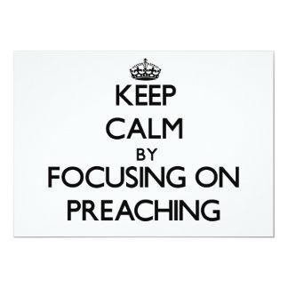 Guarde la calma centrándose en la predicación invitación 12,7 x 17,8 cm