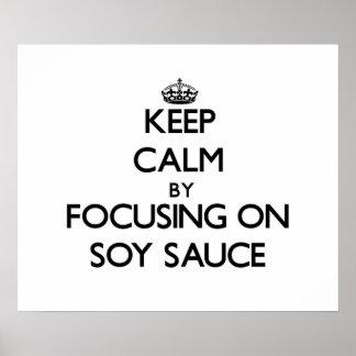 Guarde la calma centrándose en la salsa de soja póster