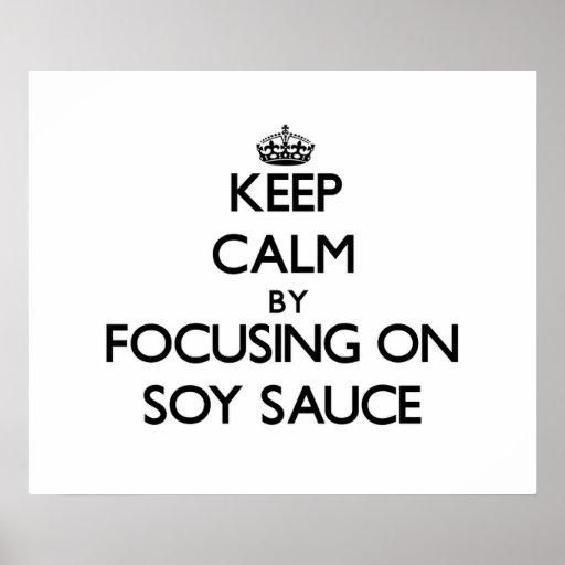 Guarde la calma centrándose en la salsa de soja posters