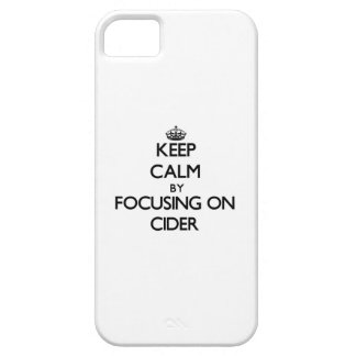 Guarde la calma centrándose en la sidra iPhone 5 carcasa