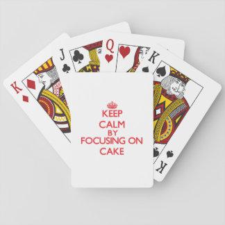 Guarde la calma centrándose en la torta cartas de póquer