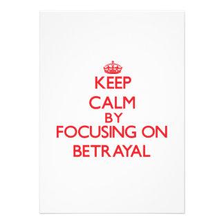 Guarde la calma centrándose en la traición comunicados