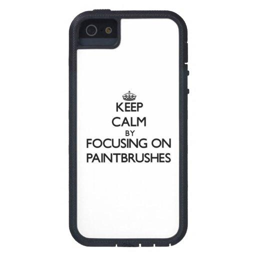 Guarde la calma centrándose en las brochas iPhone 5 Case-Mate protectores