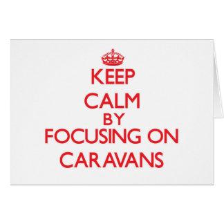 Guarde la calma centrándose en las caravanas felicitacion