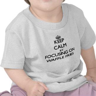 Guarde la calma centrándose en las fritadas de la camisetas