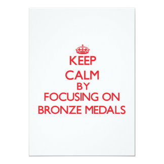 Guarde la calma centrándose en las medallas de invitación 12,7 x 17,8 cm