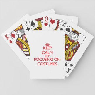 Guarde la calma centrándose en los trajes cartas de juego