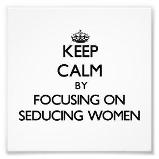 Guarde la calma centrándose en mujeres de seducció