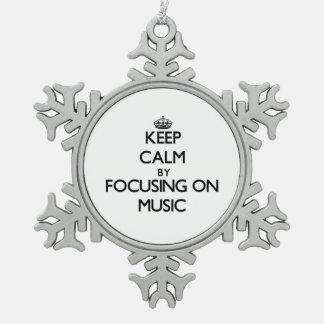 Guarde la calma centrándose en música adorno
