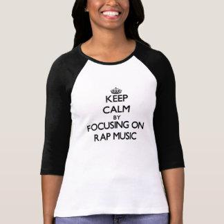 Guarde la calma centrándose en música rap camisetas