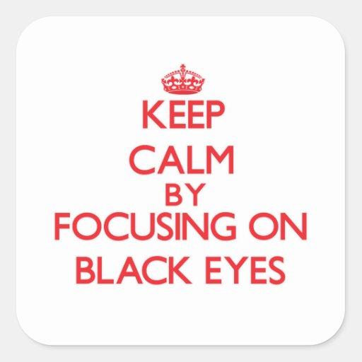Guarde la calma centrándose en ojos morados calcomanías cuadradas