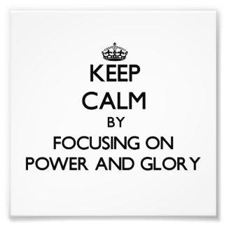 Guarde la calma centrándose en poder y gloria