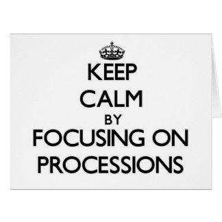 Guarde la calma centrándose en procesiones tarjeta de felicitación grande