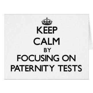 Guarde la calma centrándose en pruebas de paternid tarjeta