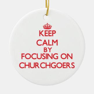 Guarde la calma centrándose en religiosos adornos de navidad