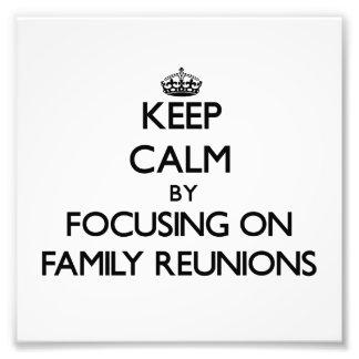 Guarde la calma centrándose en reuniones de famili fotos
