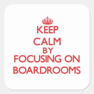 Guarde la calma centrándose en salas de reunión pegatina cuadrada