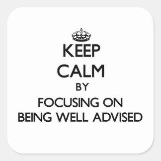 Guarde la calma centrándose en ser bien asesorado calcomanía cuadradas personalizadas