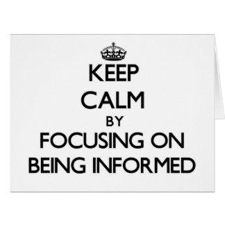 Guarde la calma centrándose en ser informado tarjeta de felicitación grande