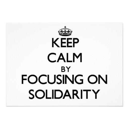 Guarde la calma centrándose en solidaridad comunicado personal