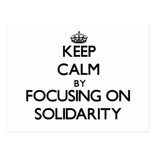 Guarde la calma centrándose en solidaridad postal