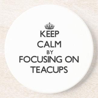 Guarde la calma centrándose en tazas de té posavasos diseño