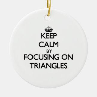 Guarde la calma centrándose en triángulos ornamentos de reyes magos