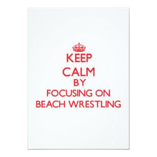 Guarde la calma centrándose encendido en la playa comunicado personalizado