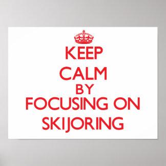 Guarde la calma centrándose encendido en Skijoring Poster