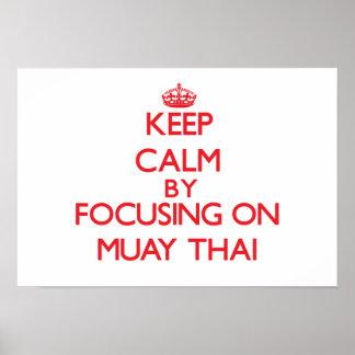 Guarde la calma centrándose encendido en tailandés posters