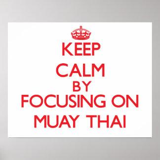 Guarde la calma centrándose encendido en tailandés poster