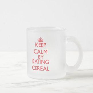 Guarde la calma comiendo el cereal tazas