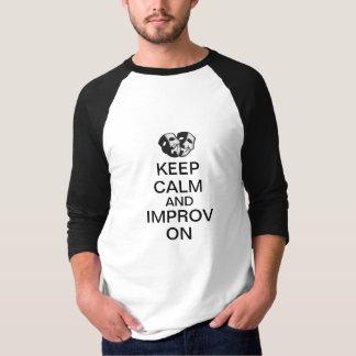 Guarde la calma e Improv encendido Camiseta