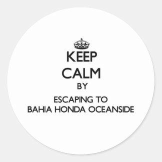 Guarde la calma escapándose a la costa Flo de Bahí Pegatina Redonda